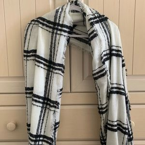American eagle black and white fuzzy long scarf